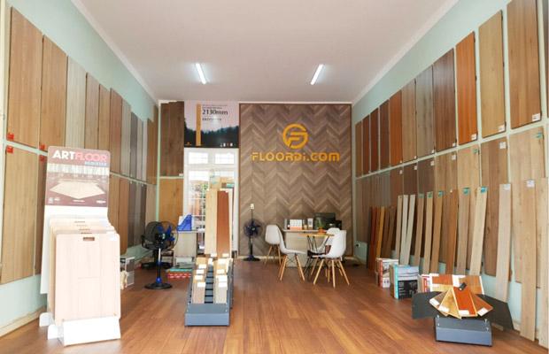 Khu vực bên trong Showroom sàn gỗ KonTum