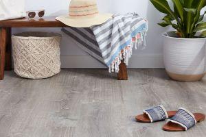 Nên lát sàn nhựa hay sàn gạch? 5 lý do nên chọn sàn nhựa giả gỗ thay gạch men