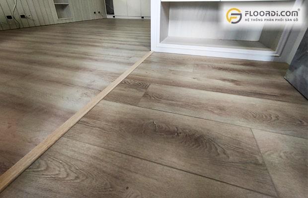 Bản nẹp sàn gỗ có tác dụng cố định bề mặt sàn.
