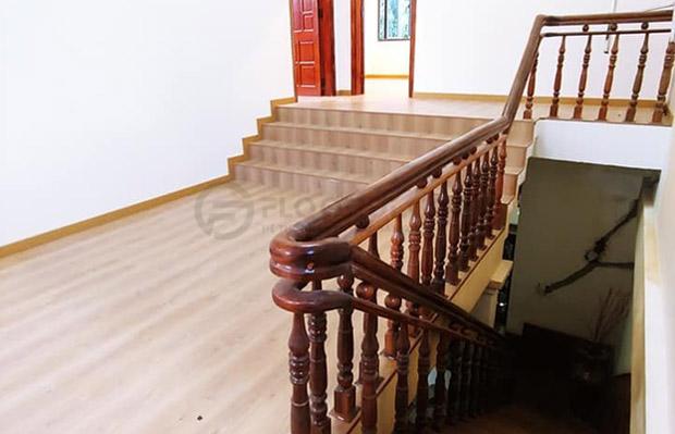 cách chọn sàn gỗ làm bậc cầu thang