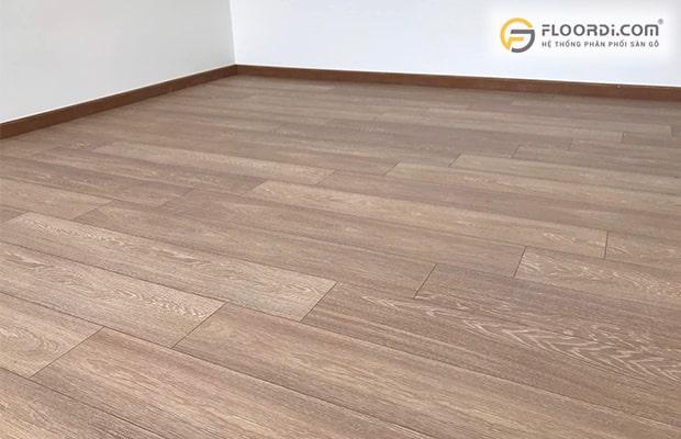 Dùng để kết thúc những vị trí tiếp giáp giữa chân tường và sàn nhà ốp gỗ