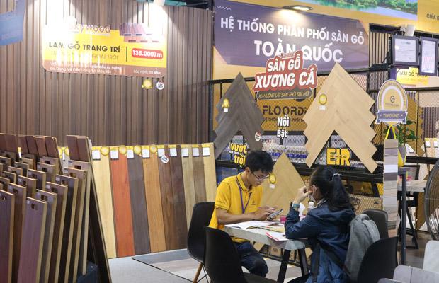 khu vực trưng bày sàn gỗ xương cá