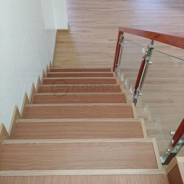 Lát bậc cầu thang gỗ nhựa