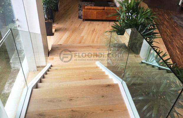 Lát bậc cầu thang gỗ tự nhiên