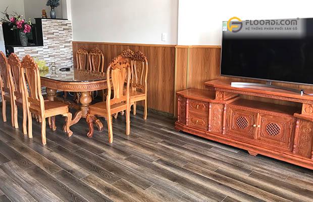 Mẫu ốp chân tường bằng gỗ