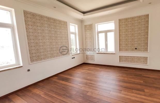 Nên chọn len nẹp có màu sắc tương đồng với sàn gỗ