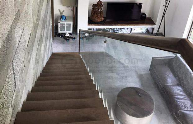 Ốp gỗ mặt bậc cầu thang