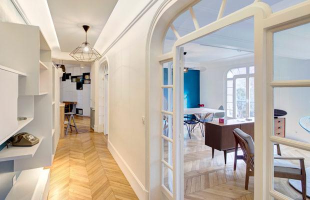 Phong cách Art Deco thường sử dụng sàn gỗ màu gì