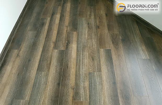 Sàn gỗ màu đen nâu