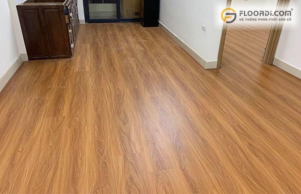 Sàn gỗ vân bóng dễ trơn trượt, không phù hợp với xu hướng