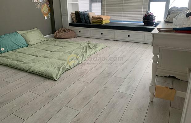 Ván sàn màu sáng