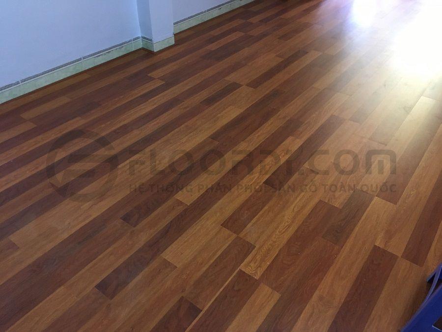 Thi cồng sàn gỗ Lamton D8805