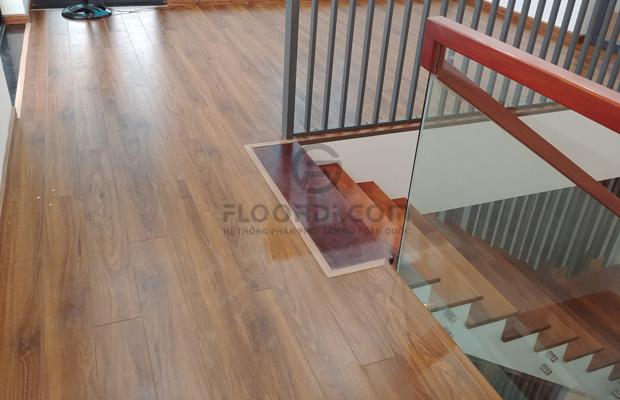 Khu vực lắp đặt sàn gần cầu thang
