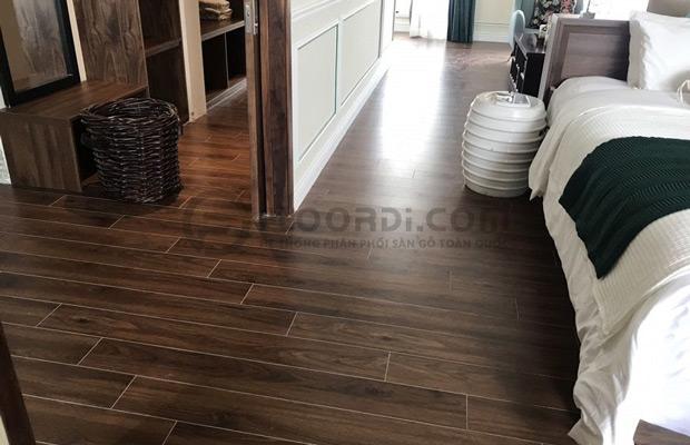 Mẫu sàn lắp đặt d2300 dark walnut