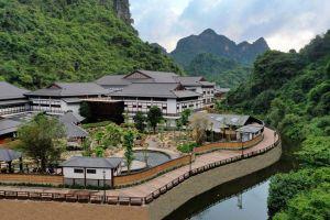Công trình ốp sàn gỗ tại Khu du lịch suối khoáng Yoko Onsen Quang Hanh