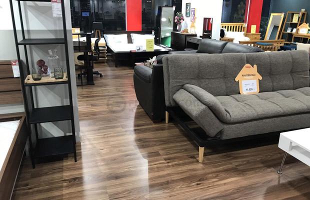 Sàn gỗ màu Óc Chó đen nâu hiện đại